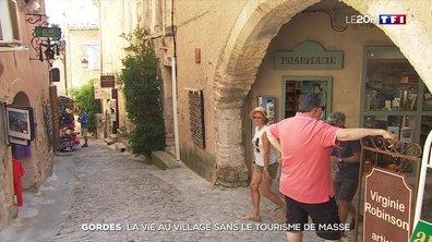 La vie au village de Gordes sans le tourisme de masse