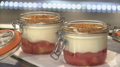 Petits pots de lait de chèvre à la rhubarbe et amandes grillées