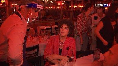 """Le célèbre cabaret """"Chez Michou"""" rouvre ses portes à Paris"""