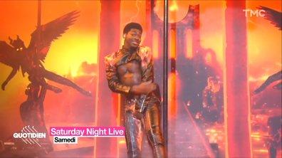 Le pantalon en cuir de Lil Nas X craque en plein concert
