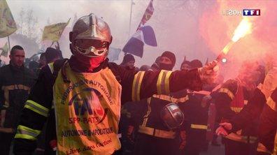 Les pompiers en colère manifestent à Paris