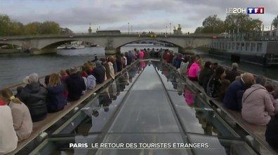Les touristes étrangers de retour à Paris