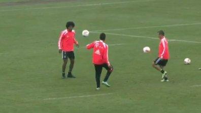 Insolite : les joueurs du Bayern jonglent avec deux ballons (vidéo)