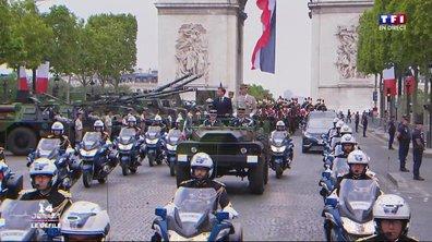 """Spéciale 14-juillet : Emmanuel Macron descend les Champs-Elysées dans sa """"command car"""""""