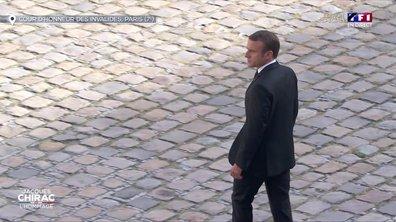 Emmanuel Macron passe les troupes en revue aux Invalides