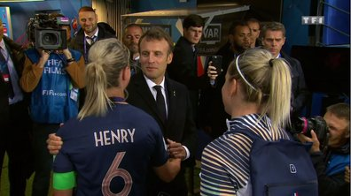 France - Corée du Sud : Emmanuel Macron salue chaque joueuse