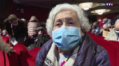 Madrid : première sortie au théâtre pour des résidents de maisons de retraite vaccinés