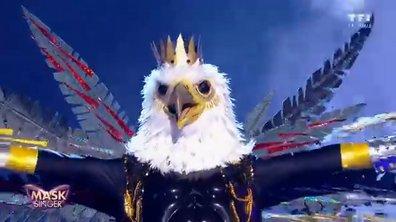 Mask Singer - Aigle chante « Alors on danse » de Stromae