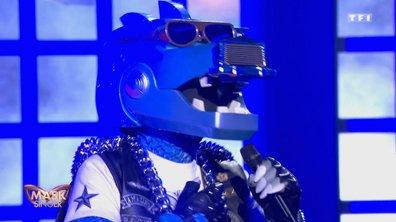 Mask Singer - Dino chante « Cette année-là » de Claude François