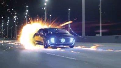 """Mercedes-Benz rend hommage à """"Retour vers le Futur"""""""