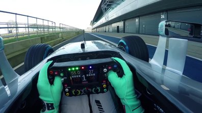 La Mercedes W07 Hybrid sur circuit pour la saison 2016 de F1