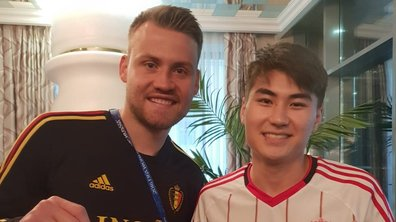 """""""Twitter, on l'a trouvé"""" : quand le gardien belge Simon Mignolet retrouve la trace d'un fan et lui offre son maillot"""