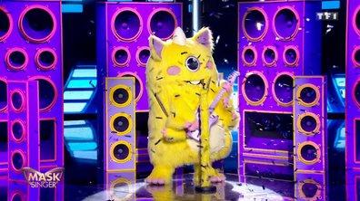 Mask Singer - Monstre chante « Je joue de la musique » de Calogero