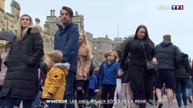 Mort du Prince Philip : les Anglais aux côtés de la reine à Windsor