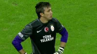 Insolite : Incroyable boulette du gardien de Galatasaray (vidéo)