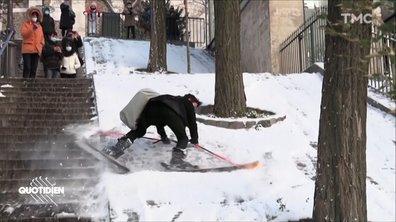 Nathan ne sait pas skier, mais Nathan veut protester à Montmartre, ne soyez pas comme Nathan