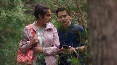 Noor et Tomothée suivent un homme dans la forêt... (épisode 506)