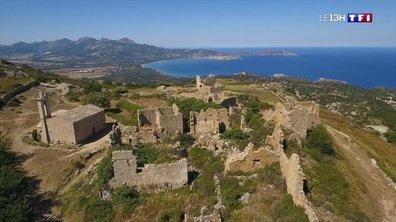 """""""Nos Vacances en France"""" : à la découverte d'Occi, un village abandonné près de Lumio en Corse"""