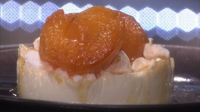 Panna cotta à la meringue et abricots rôtis aux amandes grillées