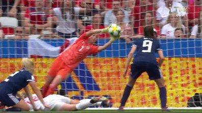 Angleterre - Ecosse (2 - 0) : Voir la nouvelle parade d'Alexander en vidéo