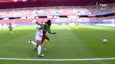 Angleterre - Cameroun (0 - 0) : Voir le coup de coude sur Parris en vidéo