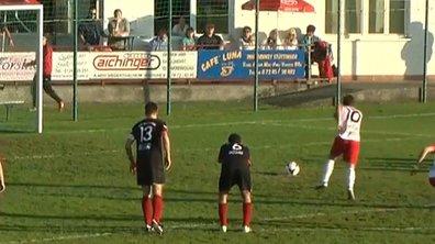 L'Info en toc - Insolite : Il marque un penalty contre son camp !