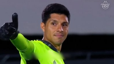 VIDEO - Blessé, un milieu de terrain joue gardien pendant tout un match pour sauver son équipe