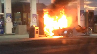 Insolite : une Porsche 918 Spyder en feu au Canada