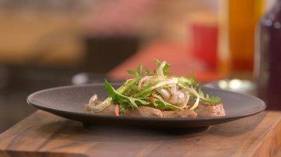 Échine de porc rôtie et pissenlits au jus de cuisson vinaigré à l'ail