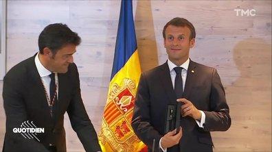 Profession président : Emmanuel Macron, co-prince des stylos
