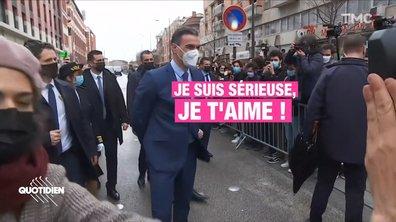 Profession président : le bain de foule de l'autoroute du kiff pour Emmanuel Macron