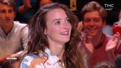 Invitée : Charlotte Le Bon pose ses c******* sur la table !