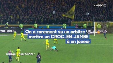 L'incroyable low kick de l'arbitre du match Nantes-PSG