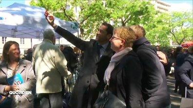 Christophe Castaner force pour faire des selfies (que personne n'a demandé)