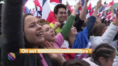 Hugo Clément avec les supporters de Macron au Louvre