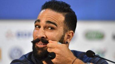 Toucher la moustache d'Adil Rami, le porte-bonheur de l'équipe de France