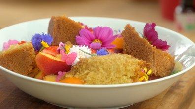 Sponge cake à l'eau de rose et salade de fruits