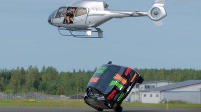 Insolite : un homme bat le record de vitesse sur deux roues en voiture… 186 km/h !