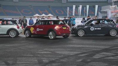 Insolite : Record du monde du stationnement le plus serré à 8 cm !