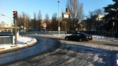 Les conséquences insolites de la neige sur la route