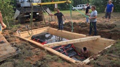 Insolite : Quand un homme décide d'enterrer son Mercedes Classe G