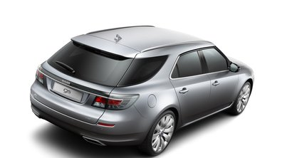 La Saab 9-5 Estate se montre avant le salon de Genève