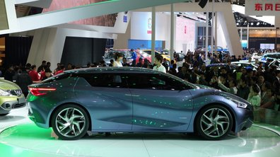Salon de Shanghai 2013 : Nissan Friend-ME Concept, curieuse berline