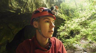 Seb en Papouasie : après 5 jours, on a ENFIN trouvé une grotte et on a fait une découverte historique