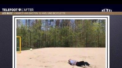 Téléfoot, l'After - Le Buzz : Marco van Basten, 52 ans, une bicyclette