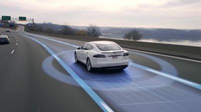 Tesla expose ses fonctions de conduite automatique