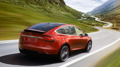 Sa Tesla Model X percute la moto d'un officier de Police, il accuse l'Autopilot