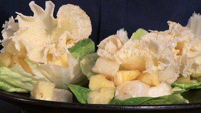Salade à la tête de moine, poires et ananas, vinaigrette au paprika