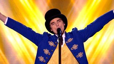 """Adrien : L'artiste de comédie musicale détonne avec """"The Greatest Show"""""""
