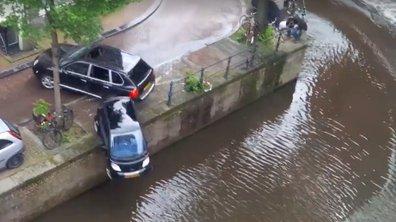 Insolite : Quand un Porsche Cayenne pousse une Smart Fortwo dans un canal…